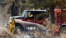 Bombeiros salvam cidade na Califórnia de incêndio florestal