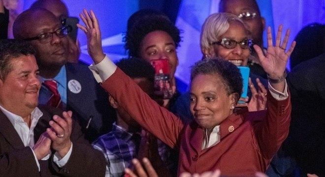A prefeita de Chicago, Lori Lightfoot, cobrou dados por etnia dos hospitais