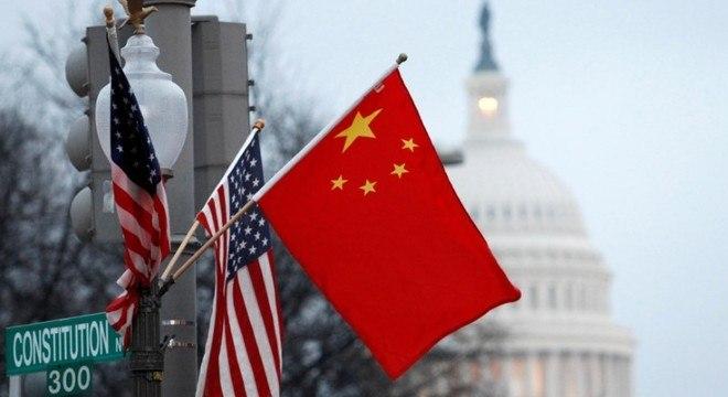 Trump decreta fim do tratamento econômico preferencial da China