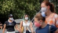 EUA recomendam que vacinados usem máscara em locais fechados