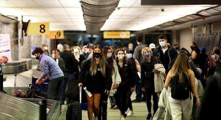 Viajantes que chegarem aos EUA terão de comprovar vacinação contra a covid-19