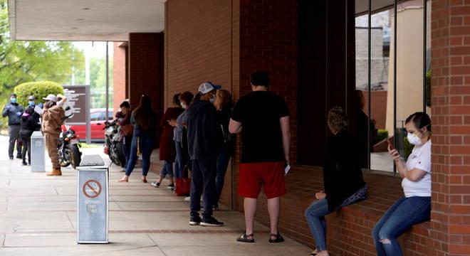 O índice de desemprego nos EUA saltou para 14,7%