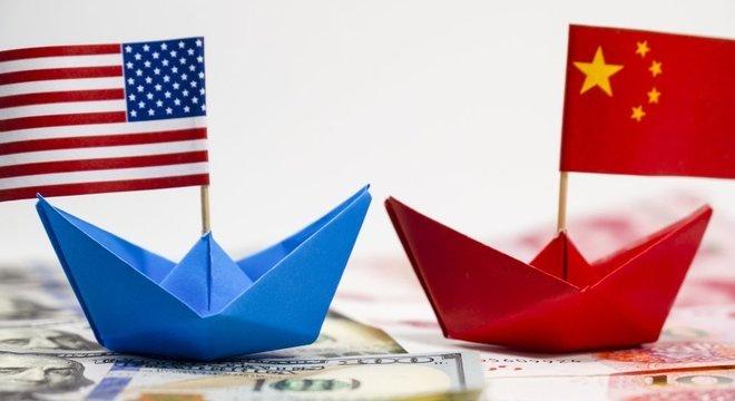 EUA e China travam uma batalha comercial que tem afetado o desempenho de empresas