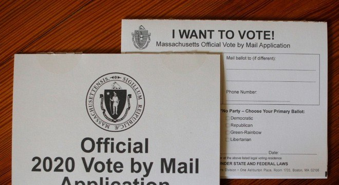 Na maioria dos estados, os eleitores precisam pedir para poder votar à distância