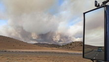 Incêndio na Califórnia faz 8 mil pessoas abandonarem suas casas