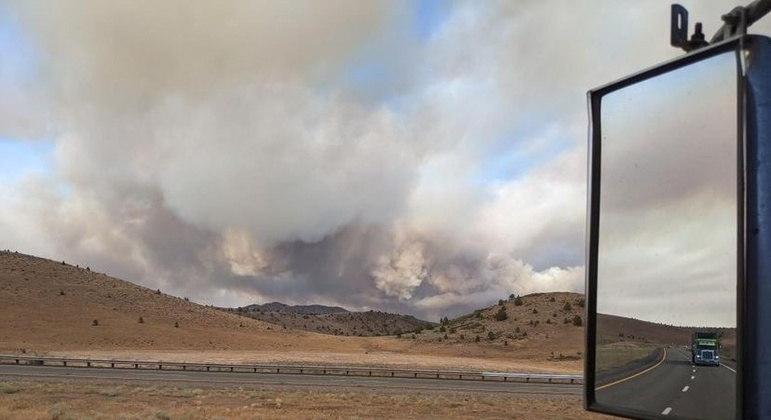Mais de 900 bombeiros foram acionados para combater as chamas