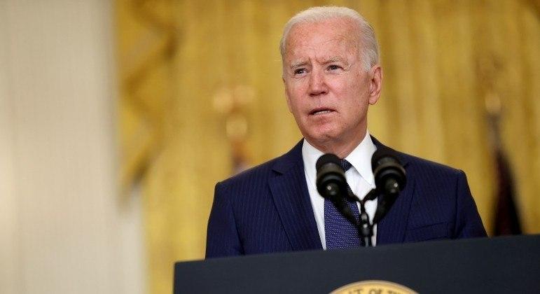 Joe Biden assinou a lei horas antes do prazo-limite estipulado para a paralisação do governo