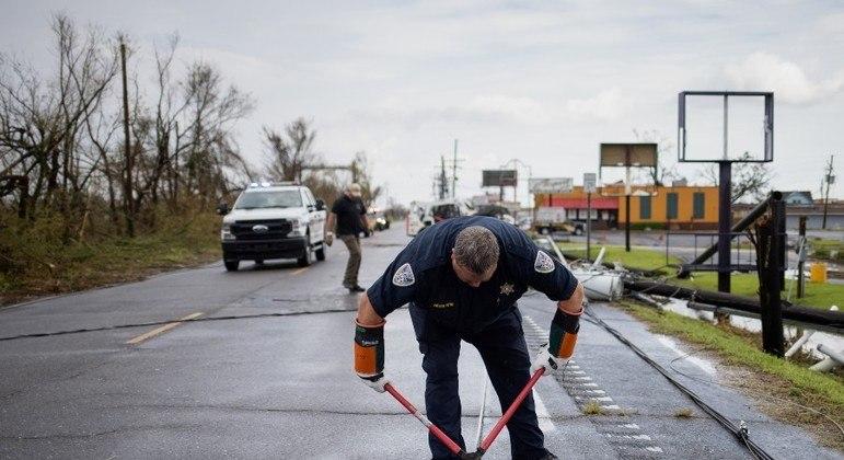 Quatro refinarias retomam as atividades após passagem do furacão Ida