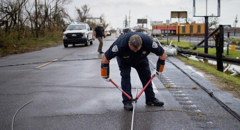 Rede elétrica da Louisiana sofreu graves danos com a passagem do furacão Ida