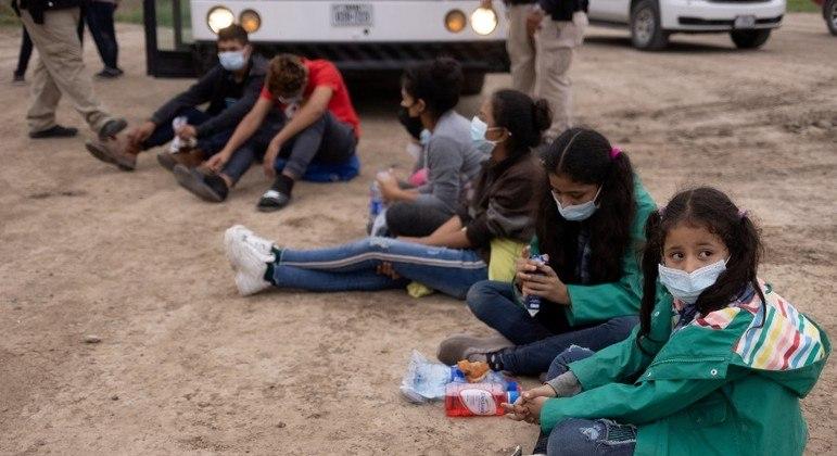 Centenas de crianças ainda esperam para voltar para suas famílias nos EUA