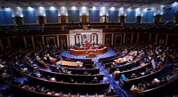 Sessão para ratificar vitória de Biden foi retomada após saída de manifestantes