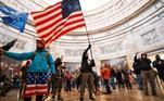 Manifestantes invadem o Congresso dos Estados Unidos