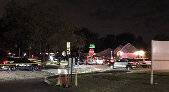 A polícia cercou a casa, na região sul de Houston, e prendeu 3 suspeitos