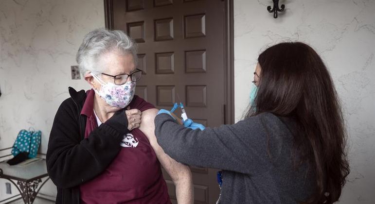 Governo quer intensificar a vacinação nos EUA para prevenir contra a variante delta