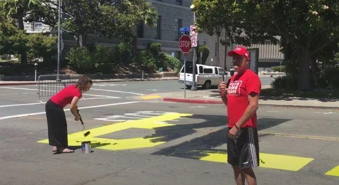 Letreiro do Vidas Negras Importam foi vandalizado uma hora depois de pintado
