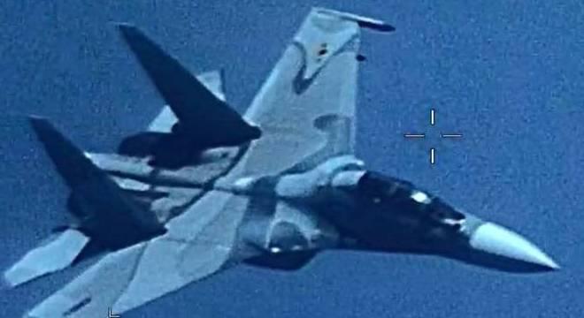 """caça venezuelano de fabricação russa """"seguiu de forma agressiva""""  uma nave"""