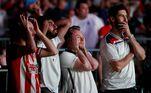 Torcida tensa no estádio de Wembley, em Londres, durante a prorrogação na final da Eurocopa entre Inglaterra e Itália. Decisão do título será nos pênaltis