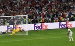 Saka chutou e o goleiroGianluigi Donnarumma defendeu. Acabou! Itália é campeã da Eurocopa 2021