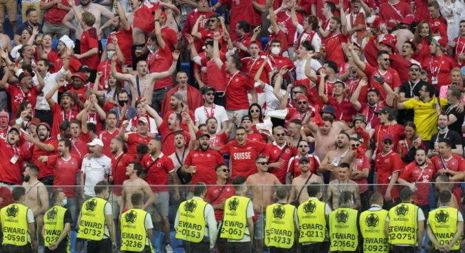 Público em estádios, como na Eurocopa, dão falsa sensação de fim da pandemia