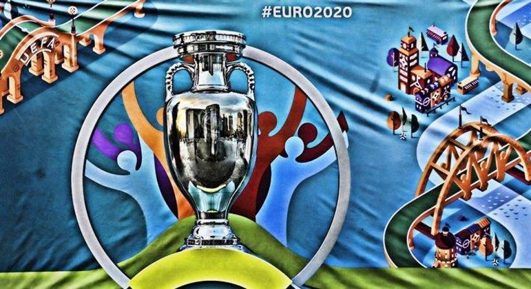 Um cartaz da Euro2020