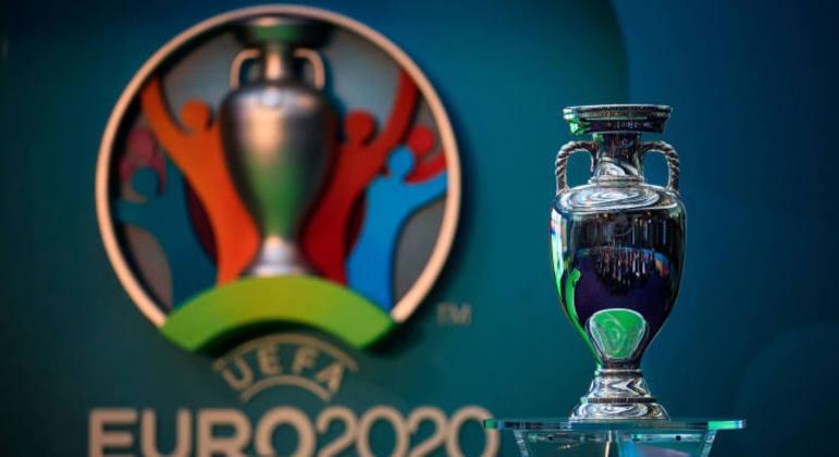 O logo e a taça da Euro2020