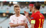 A primeira rodada do Grupo A da Eurocopa começou com a partida entre País de Gales x Suíça. As seleções empataram em 1 a 1, em jogo disputado no Estádio Olímpico de Baku, na manhã deste sábado (12)