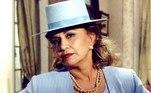 """Outro grande sucesso da trajetória da atriz foi a vilã Altiva, deA Indomada(1997), de Aguinaldo Silva. Ambiciosa, encontrava no deputado Pitágoras (Ary Fontoura), um parceiro de golpes e armações.Algumas expressões características da personagem – como """"Well!"""", que ela usava a cada frase, """"Oxente, my God!"""" e """"Tudoall right"""" – conquistaram o público e eram repetidas nas ruas"""
