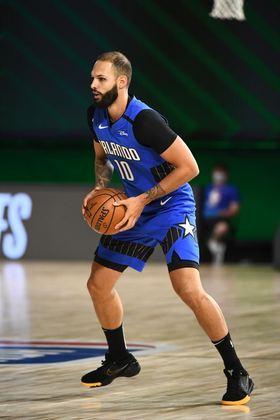 Evan Fournier (Orlando Magic) 5,5 - Sem pontuar até o início do último quarto, o francês produziu nove pontos, cinco assistências e três rebotes em 35 minutos