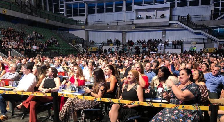 Shows só podem acontecer com público sentado