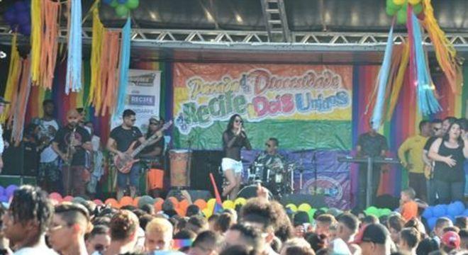 Evento realizado neste domingo (22) conta com shows de bandas e artistas como Amigas do Bregas, Márcia Samppayo e Bateu a Química no bairro de Dois Unidos, Zona Norte da cidade