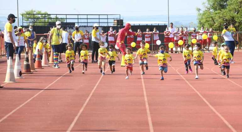Crianças se divertiram com estrutura do evento