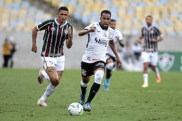 Everaldo foi contratado com grande expectativa, mas não rendeu o esperado. Apesar disso, chegou a fazer gols pelo Timão. Ele ainda pertence ao Corinthians e está no Sport por empréstimo.