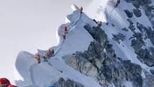 Nepal vai mudar regras para escalada no Everest após mortes