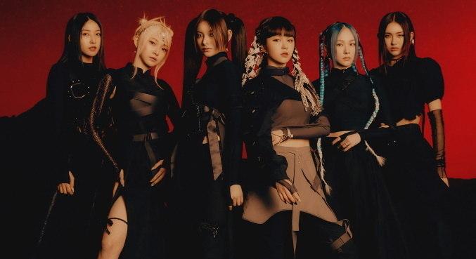 O grupo EVERGLOW fez seu retorno ao mundo da música com 'First'