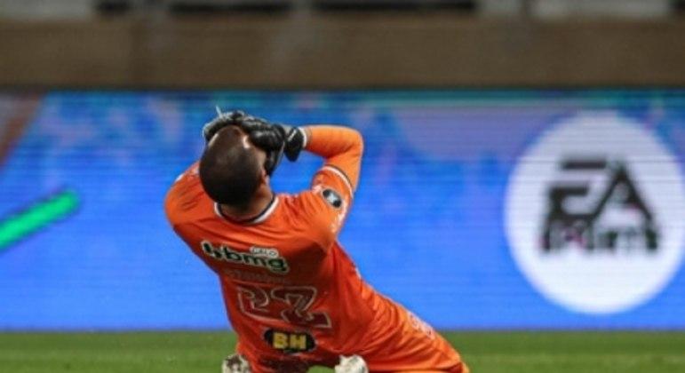 Everson teve uma noite de quase vilão, para ser o herói do Galo na passagem às quartas de final da Libertadores