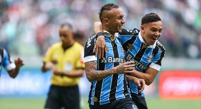 Everton Cebolinha comemora. Vitória do Grêmio garantiu título ao Flamengo