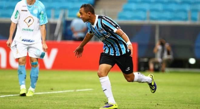 Everton Cebolinha. Deixa o Grêmio para jogar contra Senegal e Nigéria