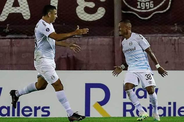 Everton - Clube: Grêmio - Posição: Atacante - Idade: 31 anos - Jogos completados no Brasileirão 2021: 0 jogos - Situação no clube: Reserva com poucas oportunidades