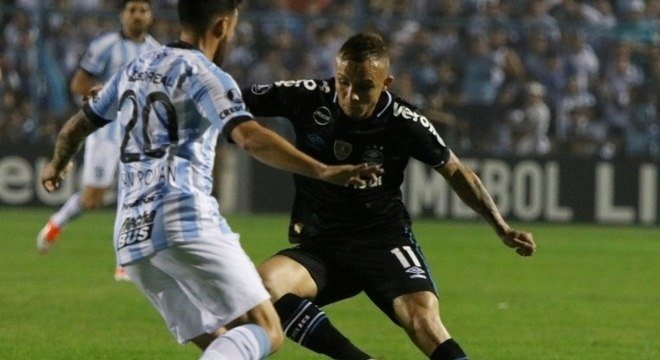 Everton marcou o 2º gol na vitória gremista sobre o Tucumán, na Argentina