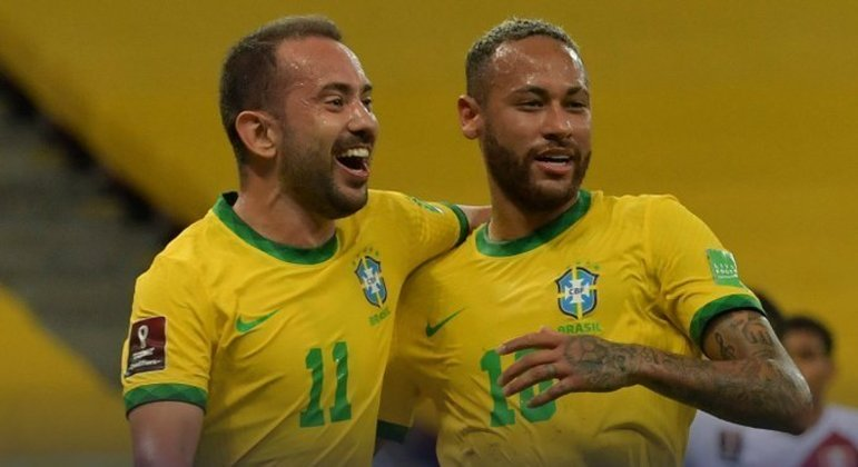 Éverton Ribeiro e Neymar