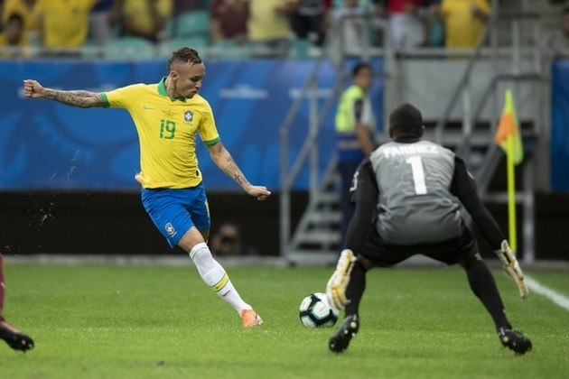 Everton – O atacante do Benfica recebeu algumas chances na Copa América, mas não rendeu o esperado e acabou desperdiçando as oportunidades.