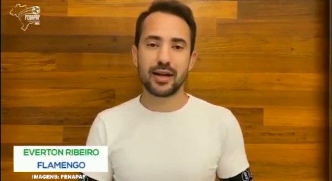 Everton Ribeiro é um dos jogadores que gravaram vídeo para Fenapaf