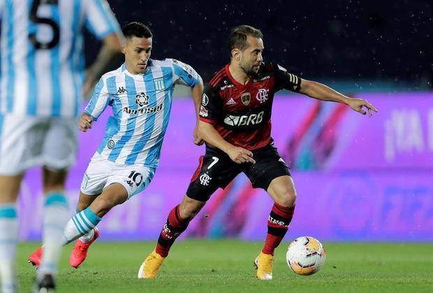 Queda de rendimento dos atletasAlguns jogadores que foram pilares para as conquistas de 2019, como Éverton Ribeiro e Bruno Henrique, caíram de rendimento