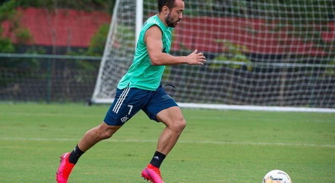 Everton Ribeiro defende que jogadores se posicionem contra o racismo
