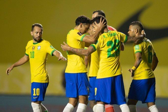 Everton Ribeiro, disparado, o melhor da Seleção. Consciente e produtivo