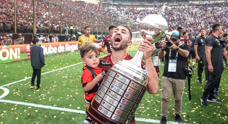 Everton Ribeiro estava apaixonado pela Gávea. Não está mais. Quer voltar para o mundo árabe