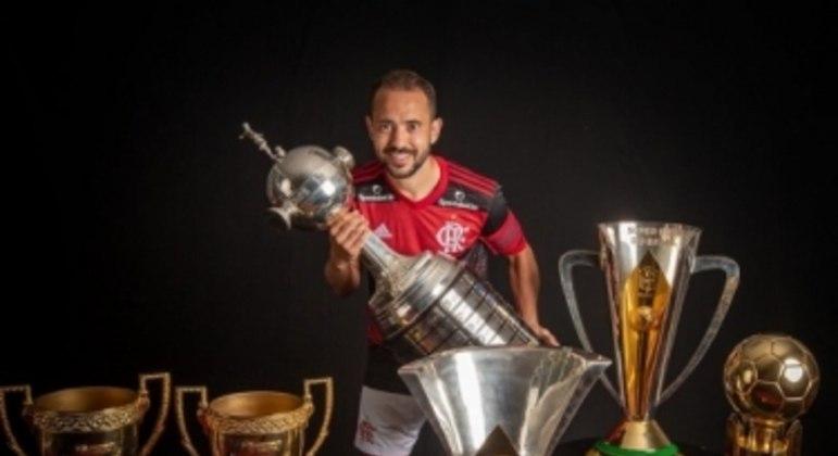 Everton Ribeiro e os troféus pelo Flamengo - Títulos