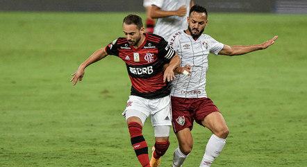 Everton Ribeiro foi bastante marcado no jogo