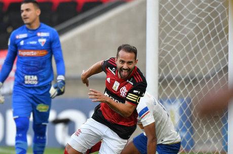 Everton Ribeiro fez um golaço na vitória do Flamengo