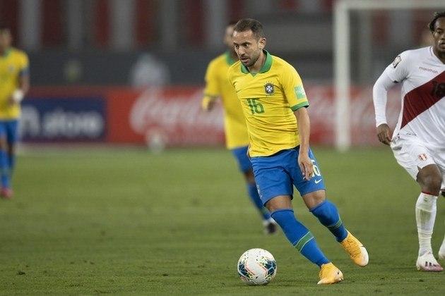 Everton Ribeiro – Mesmo entrando no segundo tempo nas partidas da fase de grupos, Everton Ribeiro não repetiu as boas atuações quando foi titular e acabou voltando para o banco.